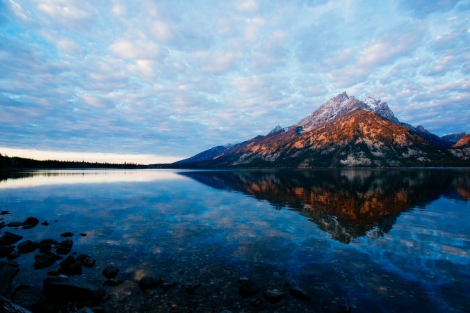 mountain-over-lake